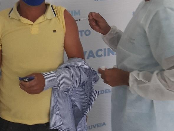 Vacinação avança em Delmiro Gouveia e mais de 50% da população adulta já está vacinada com a primeira dose ou dose única