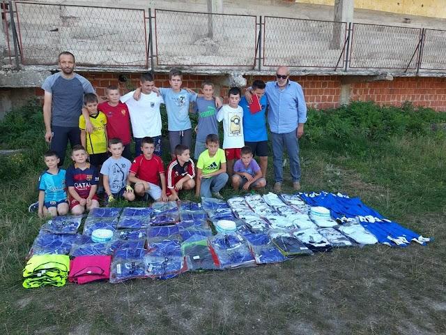Adem Feratović donirao opremu za mlađe kategorije FK Gusinje