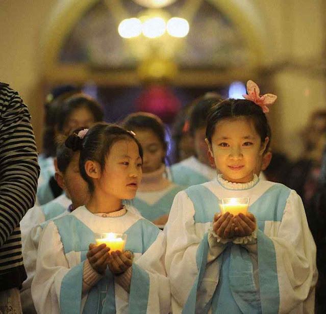 Meninas chinesas em Pequim, no Natal de 2016 antes da atual onda persecutória