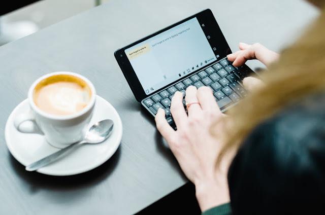 Cosmo Communicator : Ordinateur, téléphone, tablette, un tout en un ?!