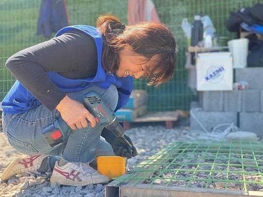 Lee Hyori bir hayvan barınağında gönüllü oldu