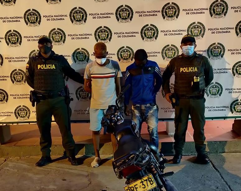 hoyennoticia.com, Dos sujetos armados y en moto capturó la Policía de Maicao