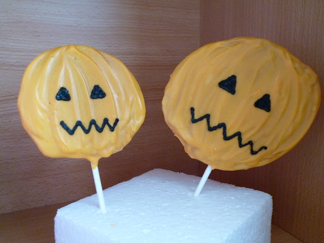 Halloween Pumpkin Chocolate Honeycomb lollipop recipe