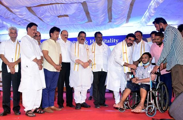 MRG Group Chairman Prakash Shetty | ನುಡಿದಂತೆ ನಡೆದ ಬಂಜಾರ ಪ್ರಕಾಶ್ ಶೆಟ್ಟಿ: 2ನೇ ವರ್ಷದಲ್ಲೂ ಕೋಟಿ ರೂ ಸಹಾಯ ಧನ ವಿತರಣೆ!