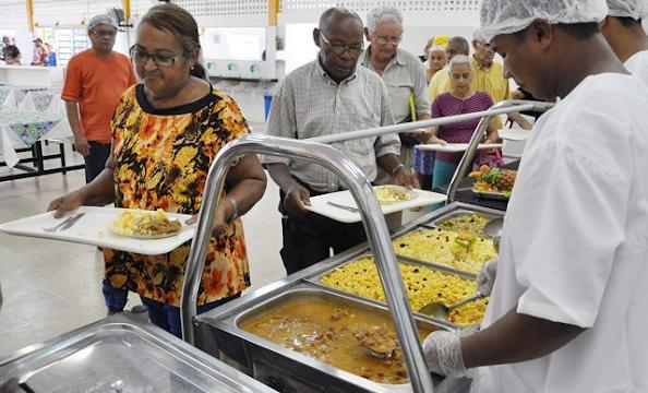 Governador João Azevêdo anuncia fornecimento de 552.200 almoços por mês em 83 municípios da Paraíba ao preço de R$ 1,00 - Princesa Isabel e Tavares na lista
