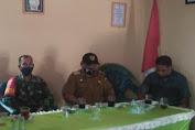 Babinsa Koramil 420-06/Muara Siau Dampingi Pembagian BLT DD Desa Rantau Macang