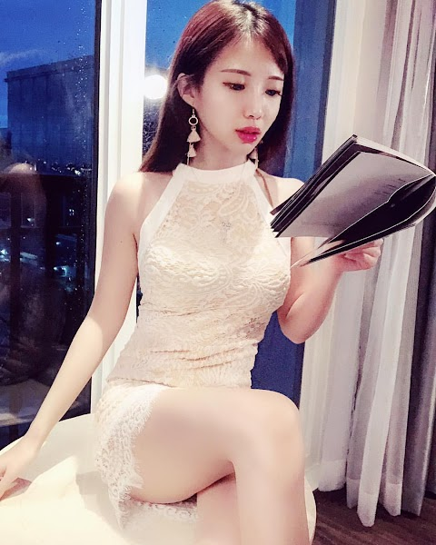 A compilation of Asian girls wearing short dress sitting down and crossing their legs [30pics]