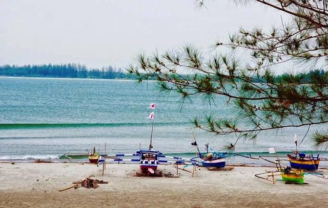 Pantai Tapak Paderi Bengkulu