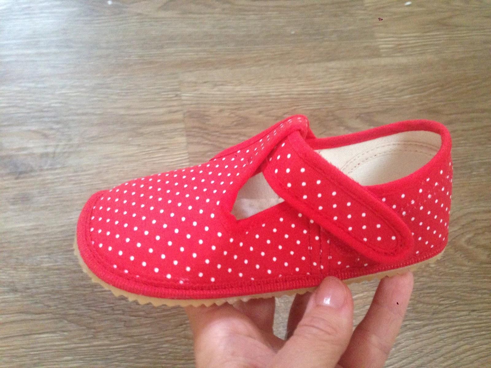 Novější modely mají suchý zip k pásku přes nárt přes šev a za švem boty  (prodloužila se svrchní nártová část boty)  1b2f6b0562