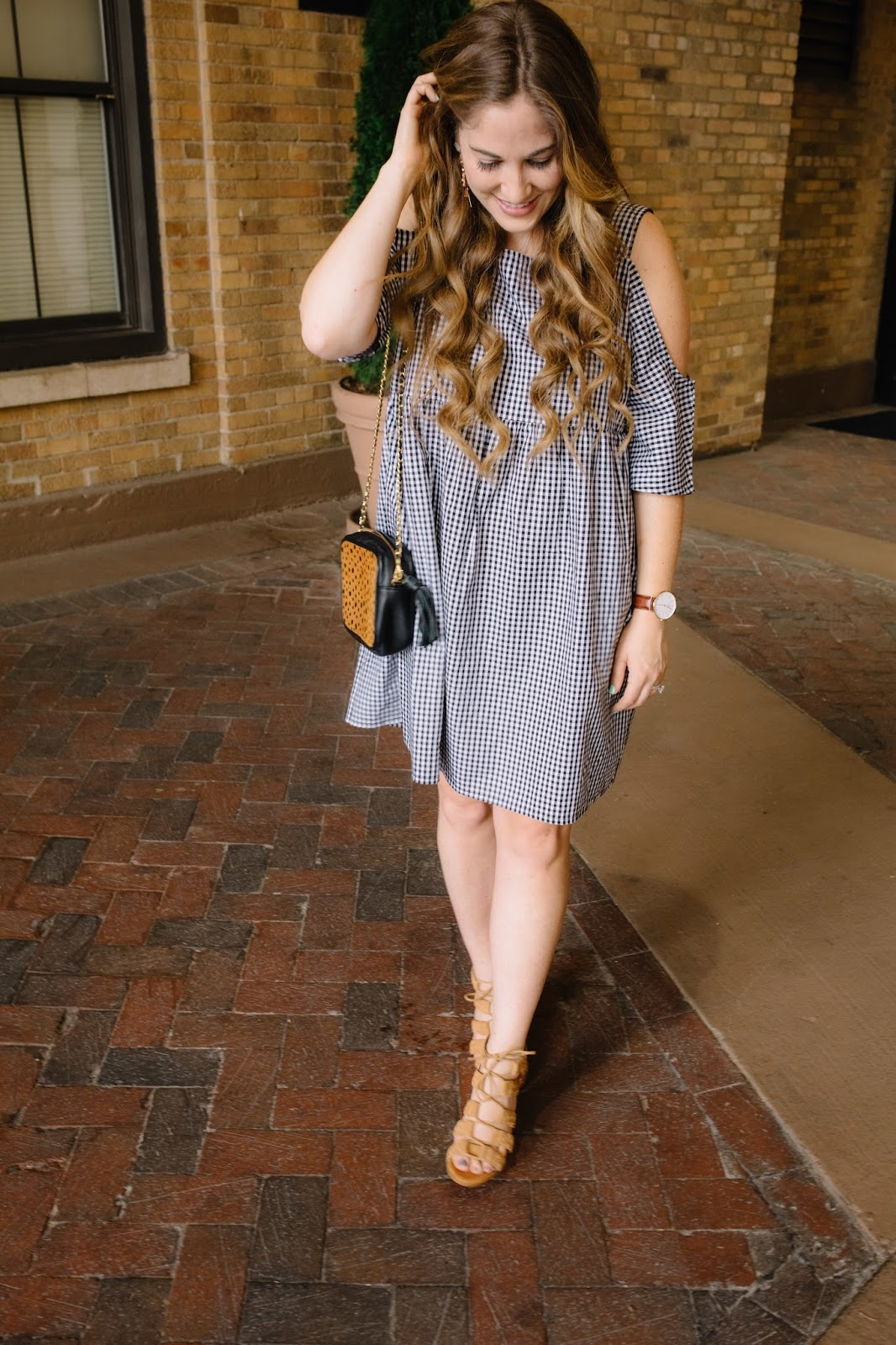 Trend Spin Linkup - Summer Looks by fashion blogger Laura of Walking in Memphis in High Heels
