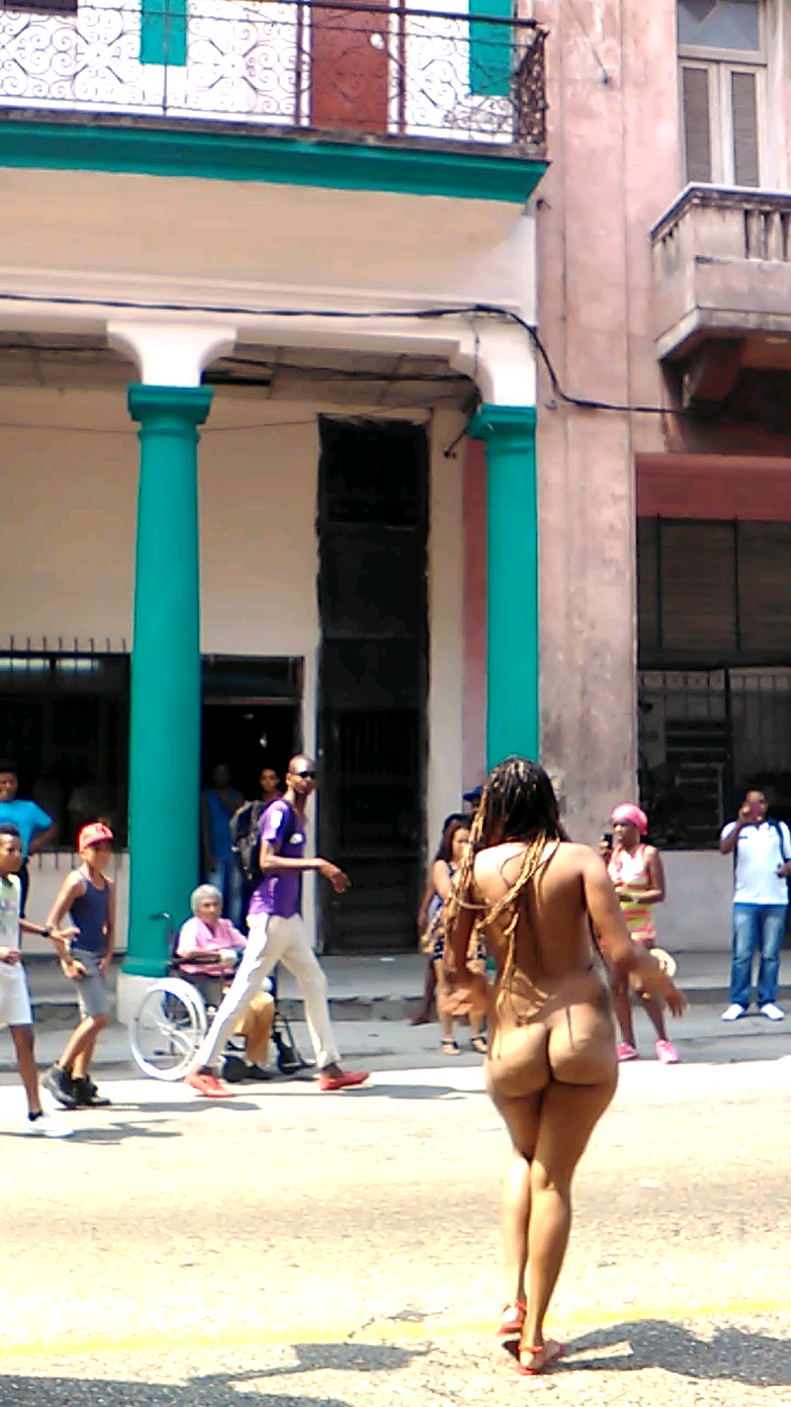 Cuba Mujer Afrocubana Desnuda En Plena Calle En Habana Viejapedia