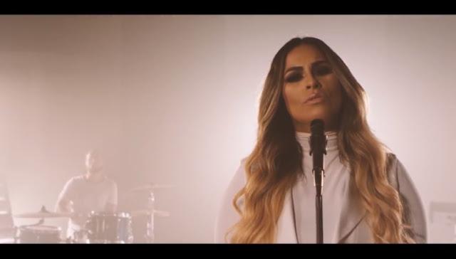 'Eu e Deus': Michelle Nascimento apresenta seu novo clipe