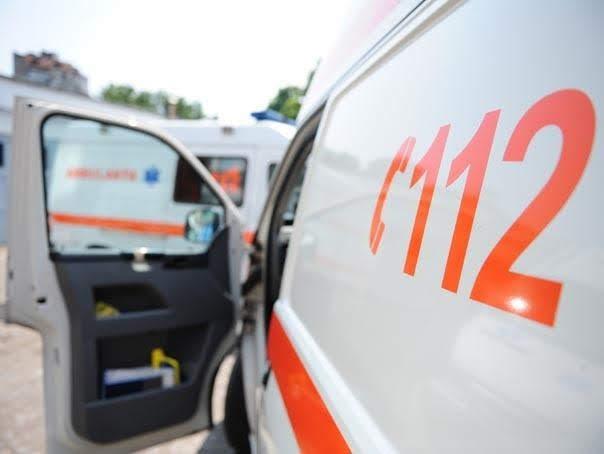 Un bărbat din Panaci a ajuns la spital după ce s-a prăbușit peste el un acoperiș