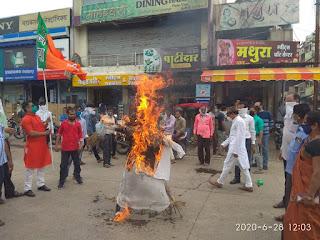 धामनोद में भाजपा ने कमलनाथ का पुतला जलाया