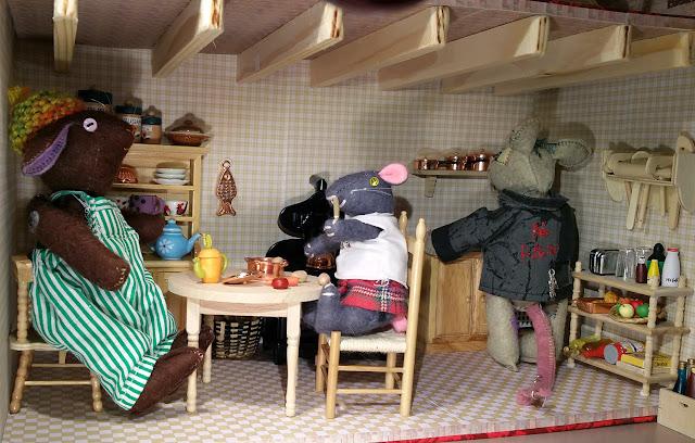 dolls furniture, rabbit, lapin, souris, mouse, kitchen, cuisine