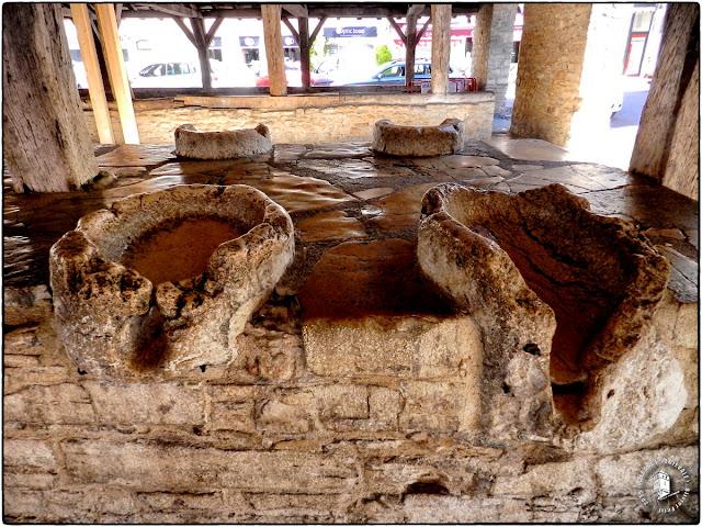 CREMIEU (01) - Halles médiévales (XIVe siècle)