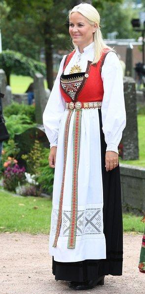 Queen Sonja, Crown Princess Mette-Marit, Princess Ingrid Alexandra, Marius Borg Høiby, Juliane Snekkestad, Princess Märtha Louise, Leah Isadora