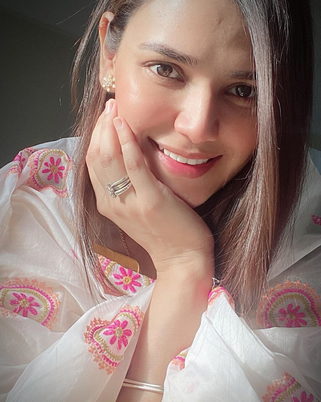 Actress Kiran Haq Gorgeous Pictures in various Eid dresses