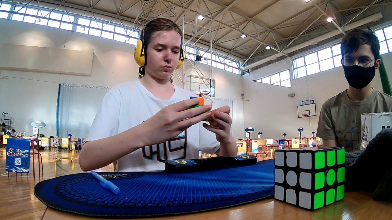 Tymon Kolasiński main kubus rubik 3x3x3 di kompetisi LLS III v2 2020