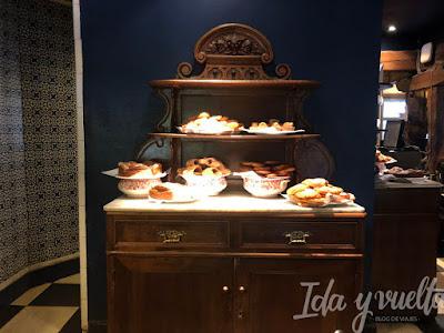 Comer en Burgos aparador de bollería en el Landa Palace