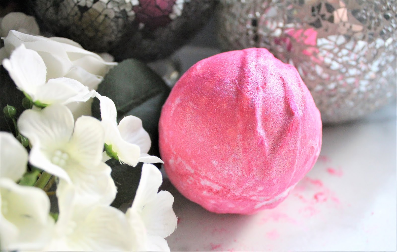 lush think pink bath bomb review