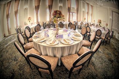 Afla unde poti comanda fete de masa pentru nunta