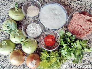 ingrediente reteta gulii umplute la cuptor in sos alb - carne tocata, lapte, ceapa, faina, boia, nucsoara