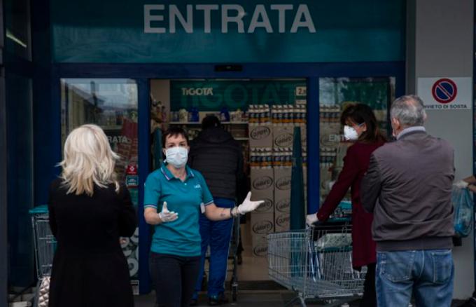 Coronavirus: salgono ancora in contagi in Italia, +523 casi