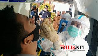 Tim Satgas Covid-19 Aceh Timur Lakukan Tes Swab Antigen pada ASN