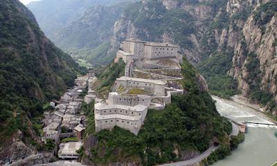 Il Forte di Bard,un complesso fortificato a piu' di 380 metri di altitudine