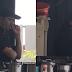 (Video) Mamak Sedap Korek Hidung & Telinga Lepas Tu Bau Sebelum Hidang Makanan
