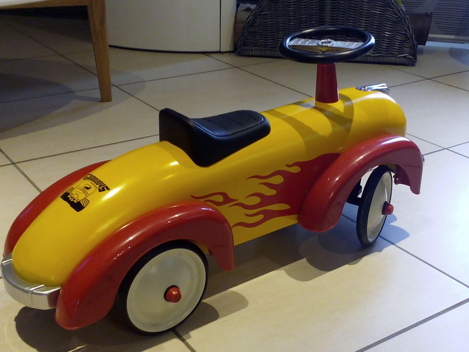 sous le feuillage l 39 objet de la semaine 3 sa voiture porteur speedster flamme de chez baghera. Black Bedroom Furniture Sets. Home Design Ideas