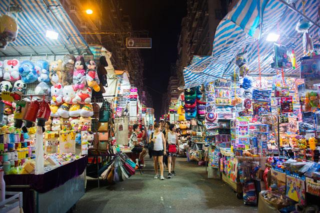 Berbelanja di Pasar Tradisional