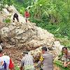 Polisi Bersama Warga Kembali Turun Kerja Bakti Bersihkan Material Longsor di Malimbong Balepe