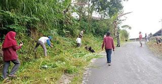 Sambut Hari Jadi Sinjai Ke 457 Mahasiswa KKN-P IAIM Bersama K3 UMSI Desa Bonto Tengnga Lakukan Kerja Bakti