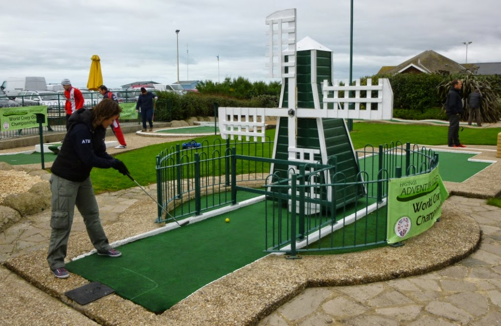 Minigolfer Emily Gottfried playing at Hastings Crazy Golf during the 2014 World Crazy Golf Championships
