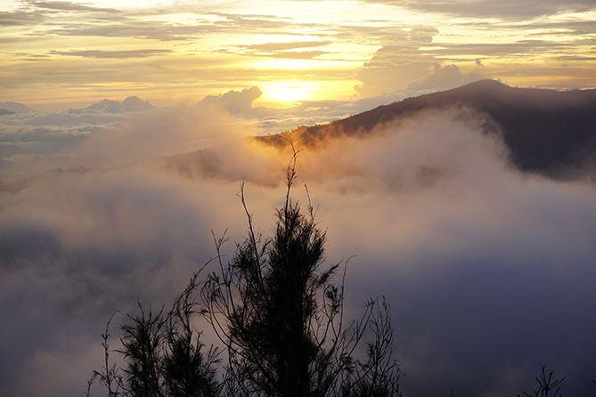 Sunrise tertutup awan di Penanjakan