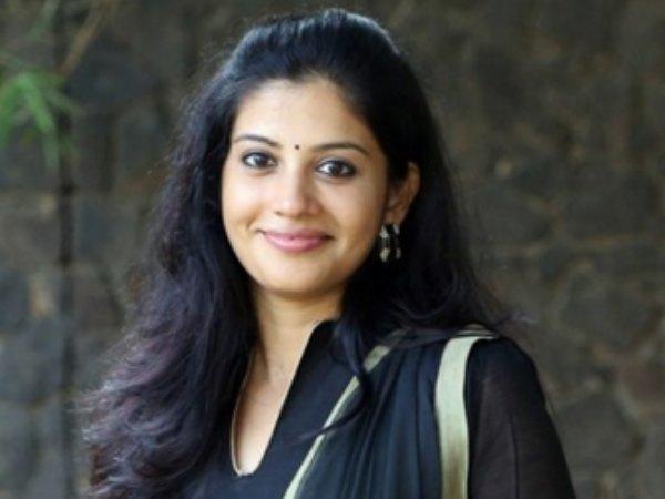 Tamil Actress Sshivada Throwback Pics Navel Queens