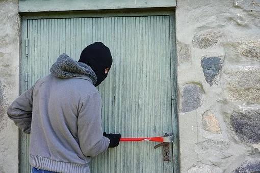 Πέντε άτομα ρημάξανε θερμοκήπιο στο Άργος αλλά τους εντόπισαν