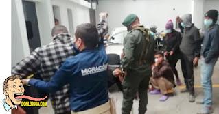 6 venezolanos expulsados de Colombia por usar coches de bebés para robar en las vías