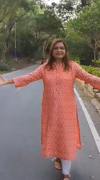 Sima Taparia Fees, Cost, Sima Auntie, Matchmaker, Website, Contact, Indian Matchmaking, Age, How Old, Height, Weight, Net Worth, Wiki, Family, Bio, Husband
