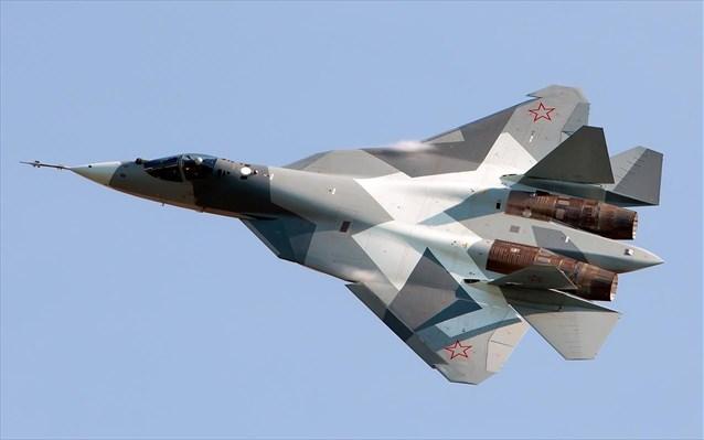 Το ρωσικό μαχητικό Su-57 «πετά μόνο του» με τον πιλότο να «εστιάζει στη μάχη», λένε οι δημιουργοί του
