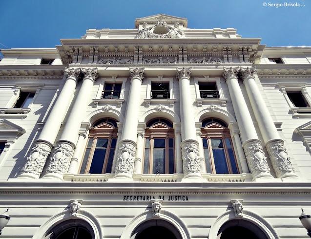 Perspectiva inferior da fachada da Secretaria da Justiça e da Defesa da Cidadania - Palácio Ernesto Leme - Centro - São Paulo