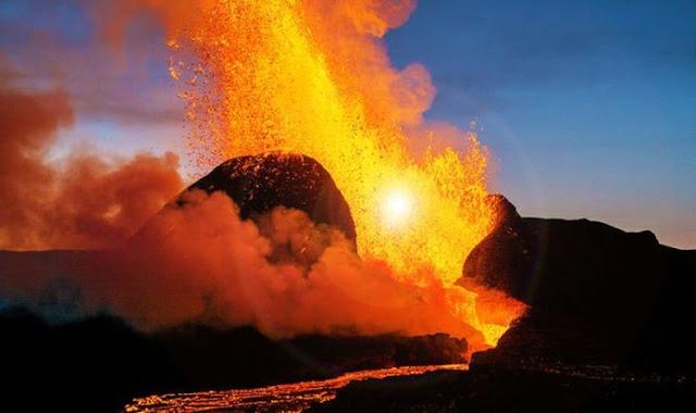 DJI Fpv precipita dentro un vulcano in eruzione