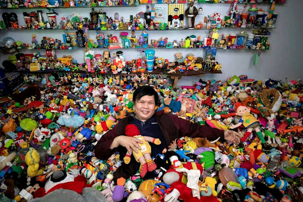 Philippines man collects 20,000 fast-food toys|interesting news|