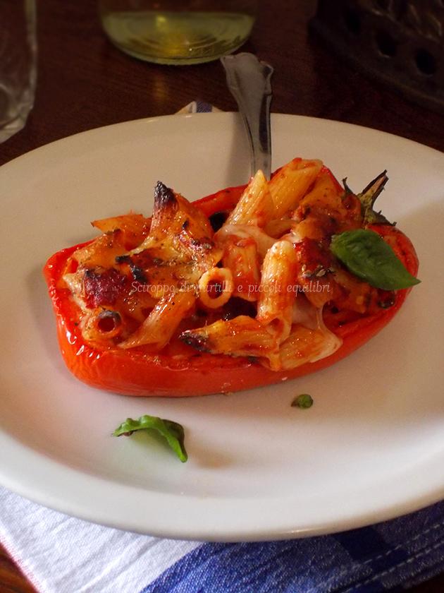 Peperoni ripieni di pasta e scamorza affumicata