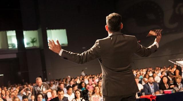 Teks Pidato Kelas 9: Pengertian, Cara, Kaidah Kebahasaan, dan Struktur