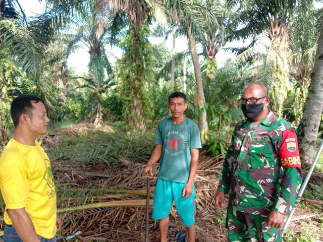 Dengan Komsos, Personel Jajaran Kodim 0208/Asahan Himbau Warga Masyarakat Pakai Masker
