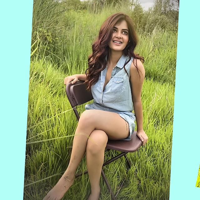 Madhumita Sarcar Hot Bollywood Model Latest Stills Navel Queens