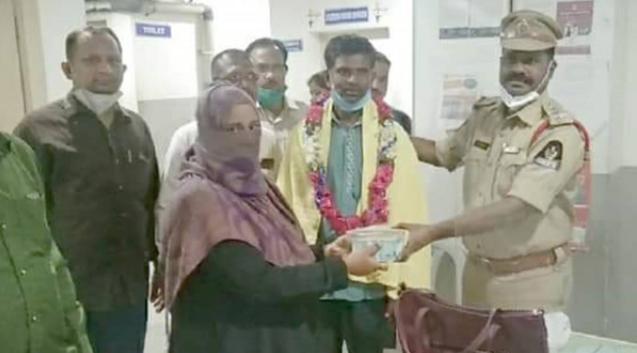 ऑटो रिक्शा चालक मोहम्मद हबीब ने 1.4 लाख रुपये से भरा बैग यात्री को लौटाया